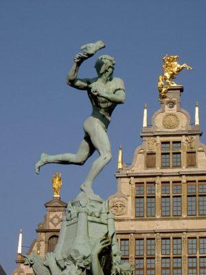 Statue am Antwerpener Marktplatz